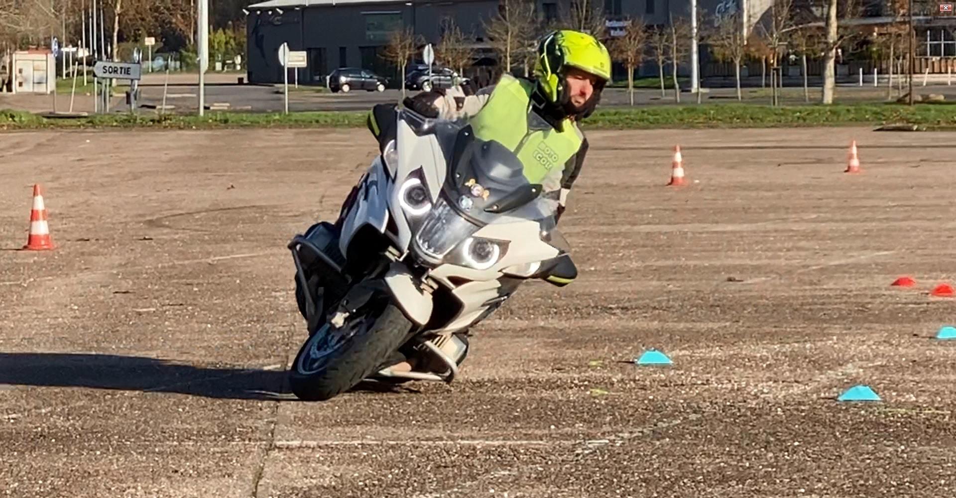 stage moto anti pilote de ligne droite BMW