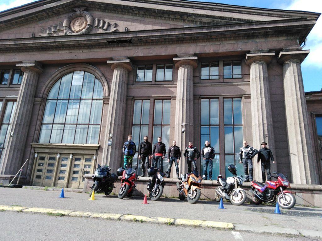 stage moto international anti pilote de ligne droite en Lettonie à Riga