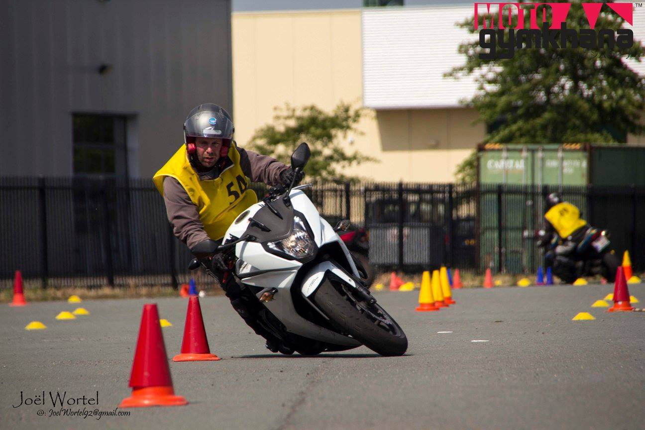 Moto Gymkhana anti pilote de ligne droite cbr650f